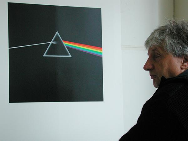 Storm+Thorgerson+with+the+album+cover+he+created+for+Pink+Foyd.