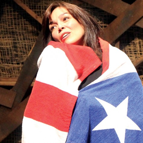 Elaine Del Valle performing her one woman show about her personal experiences. Photo from www.tribunahispanausa.com